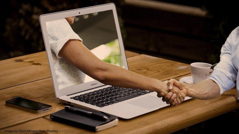 Schmuckbild Handschlag aus Laptop