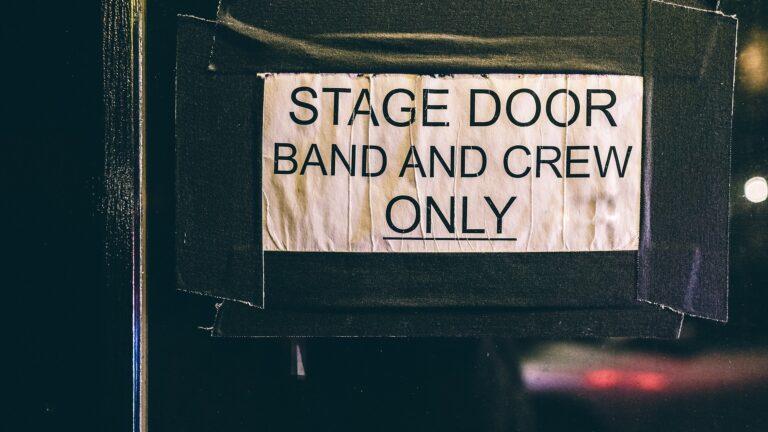 Schmuckbild Stage Door Band and Crew only